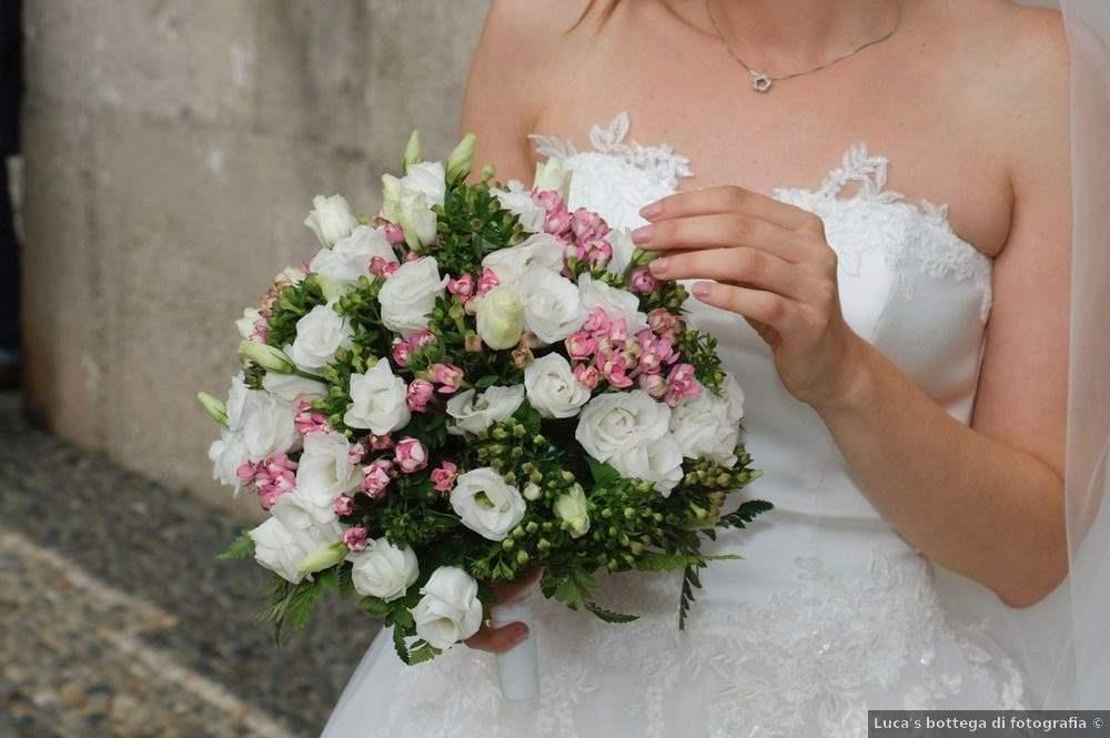 il bouquet da sposa semplice e campagnolo
