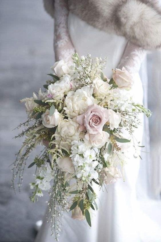 il bouquet da sposa a cascata