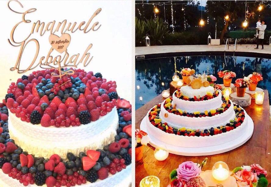 Torta a più piani decorata con frutta fresca